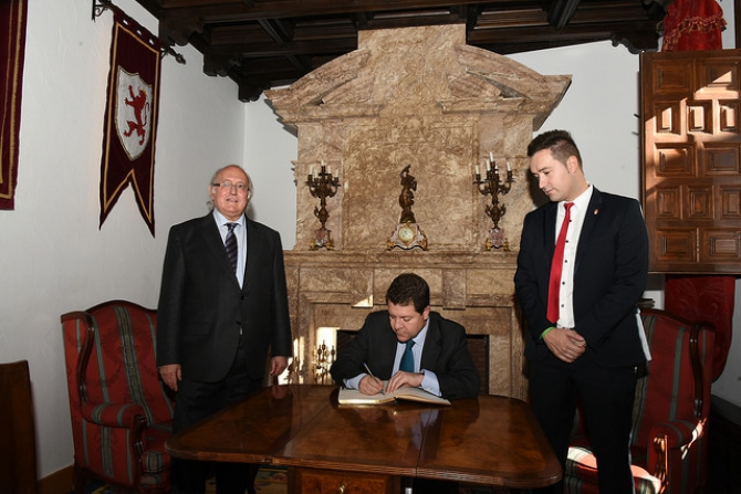 Castilla la Mancha´s President, Mr. Emiliano García Page, visits the Museum of Words